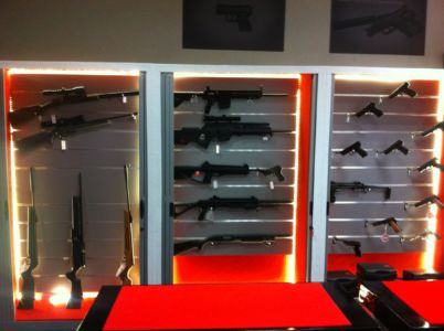 display arme airsoft in magazin squad store