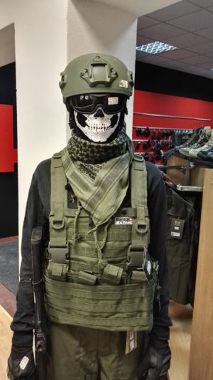 manechin cu echipament de airsoft blog squad store