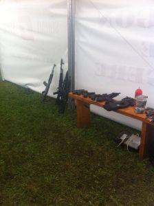 Display replica pistol smg pusca de asalt din poligonul de la cluj bike fest