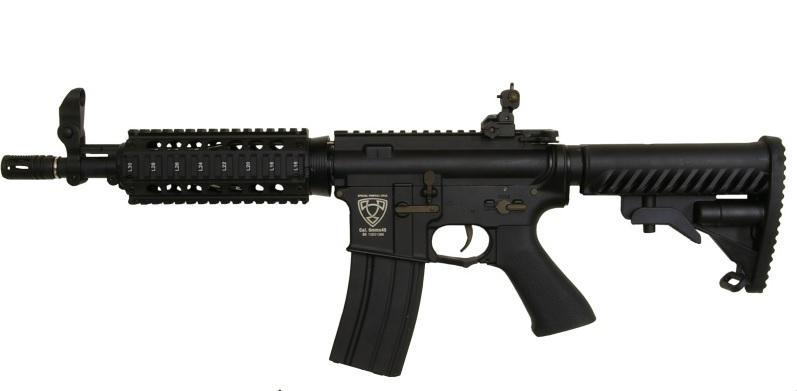 replica M4 A1 APS pe fundal alb