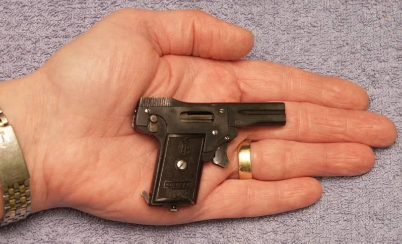 top 21 cele mai groaznice arme din istorie blog Squad Store